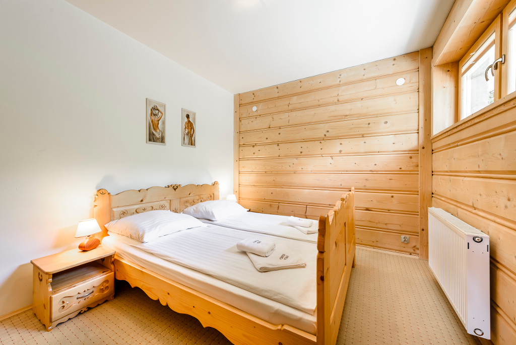 sypialnia z łóżkiem małżeńskim - apartament nr 1 Forster House Zakopane
