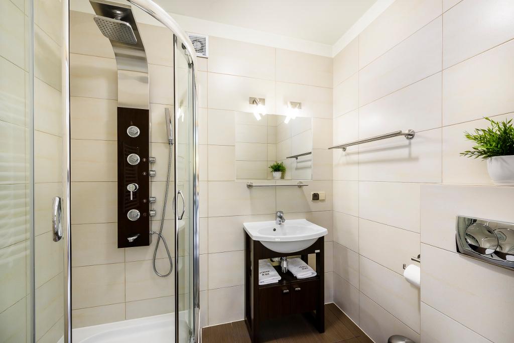 łazienka, prysznic z funkcją jacuzzi - apartament nr 1 Forster House Zakopane