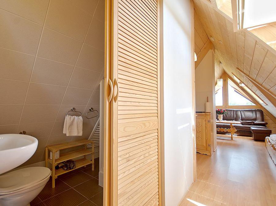 Apartament nr 6, Forster House - łazienka zamykana drzwiamy