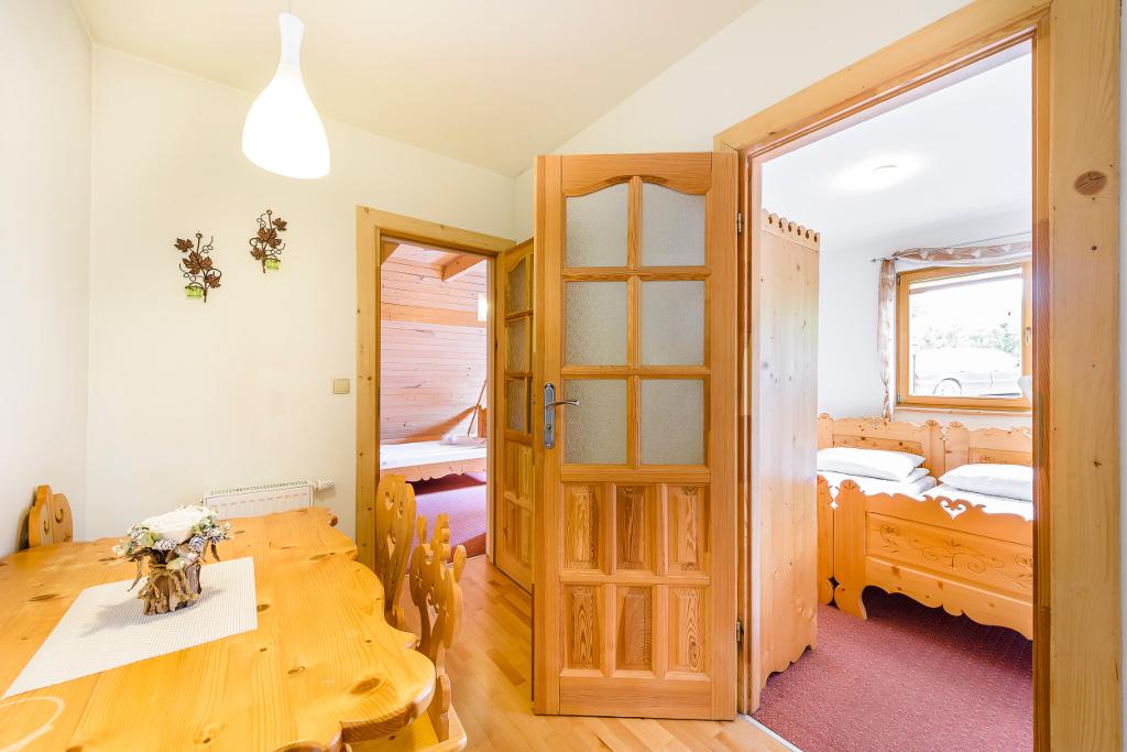 Forster House apartament nr 2 - wejście do dwóch sypialni