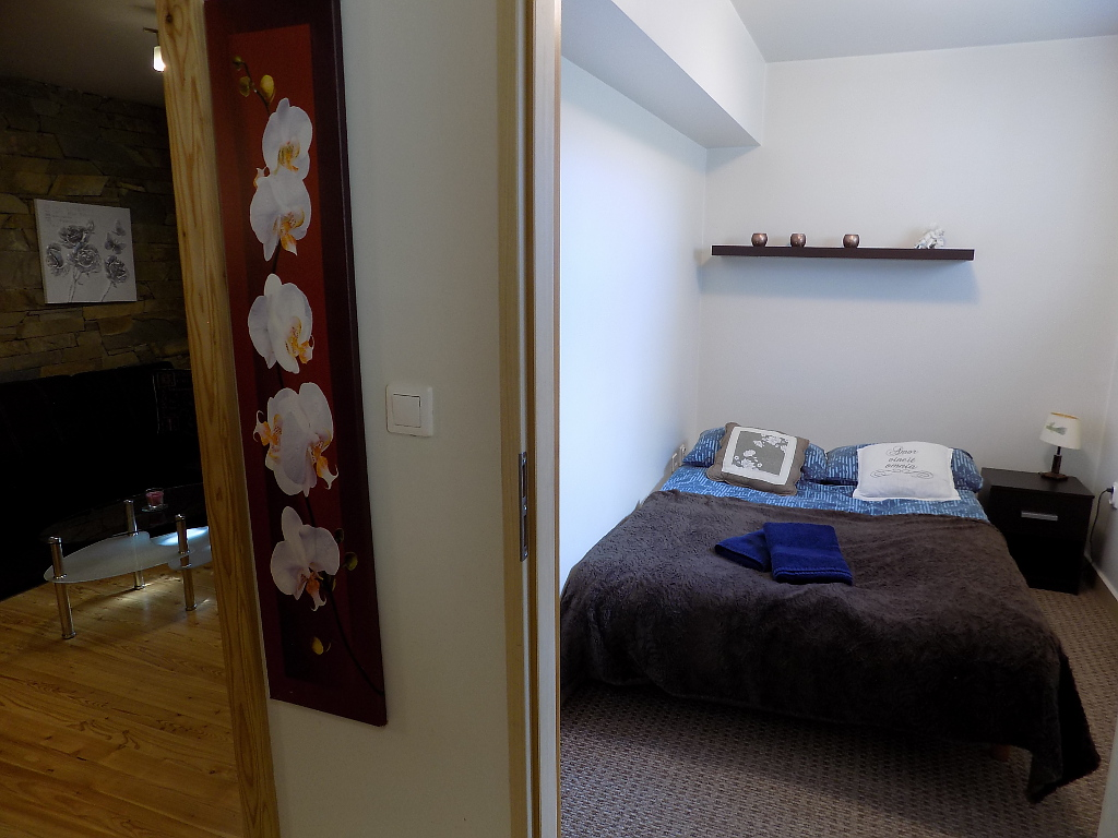 sypialnia nr 1 z łóżkiem małżeńskim