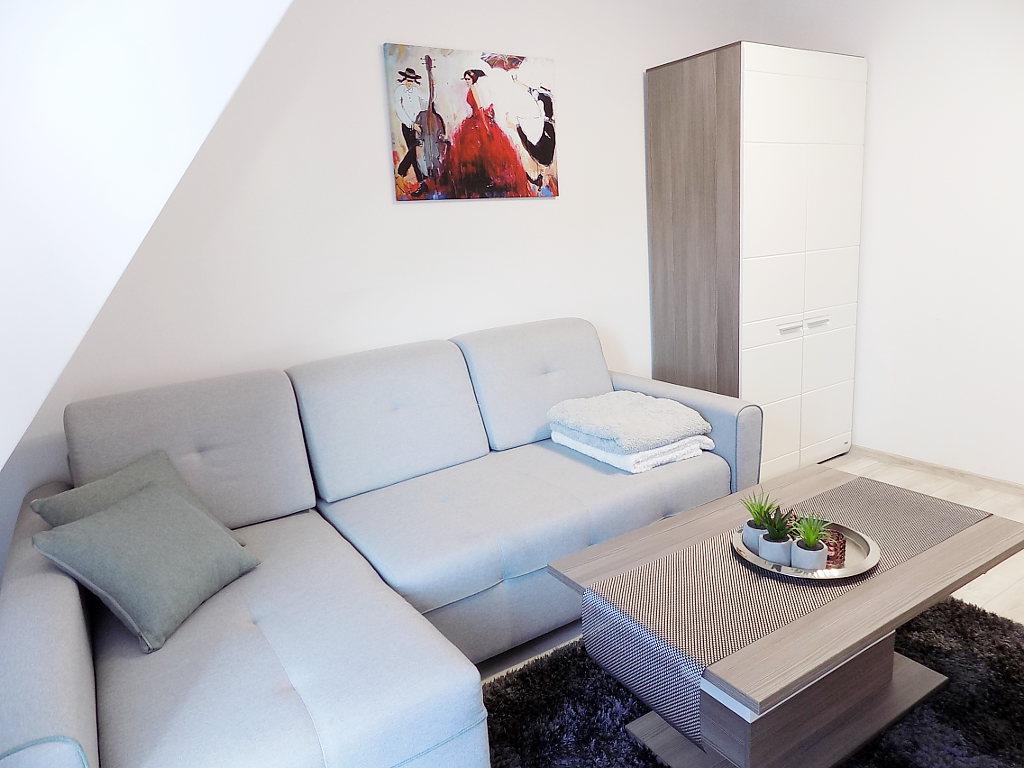 sypialnia z rozkładaną kanapą