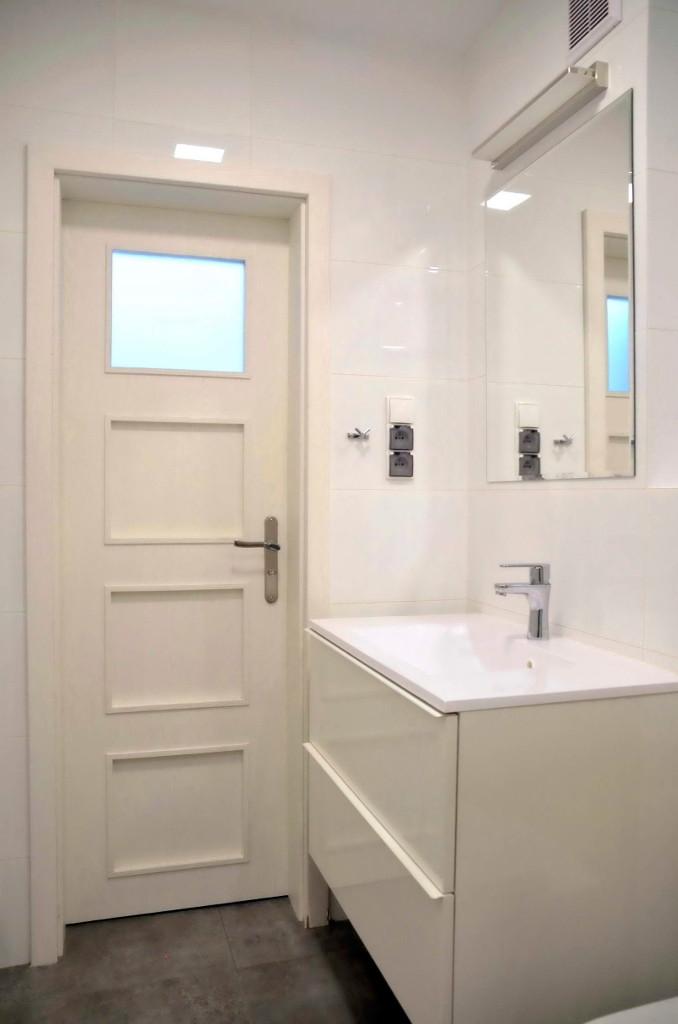 łazienka z umywalką