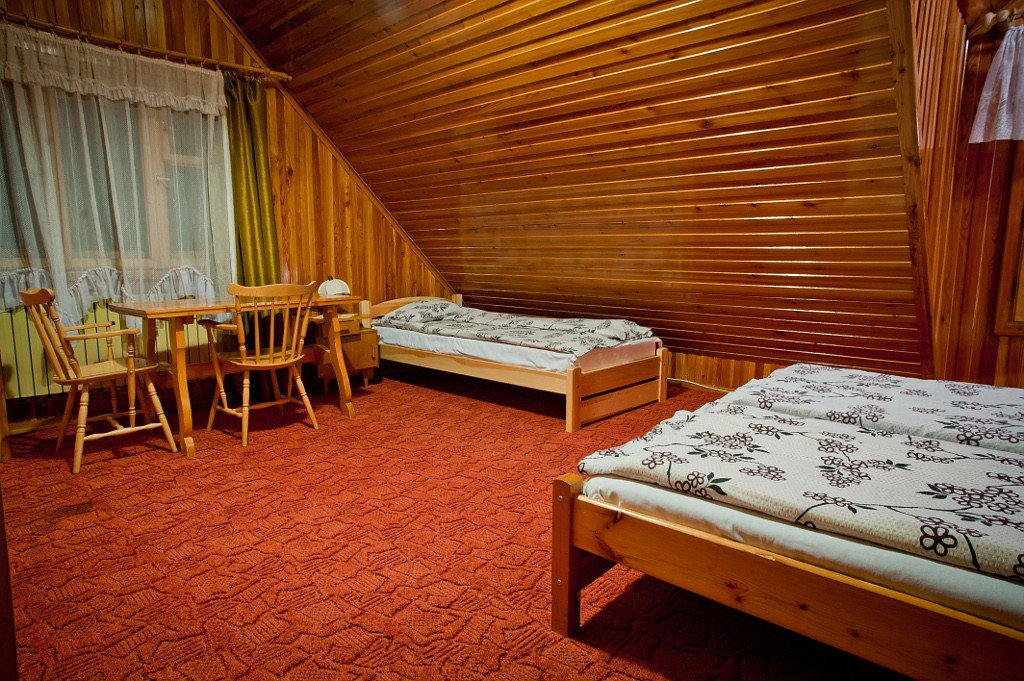 pokój nr 5 - stół